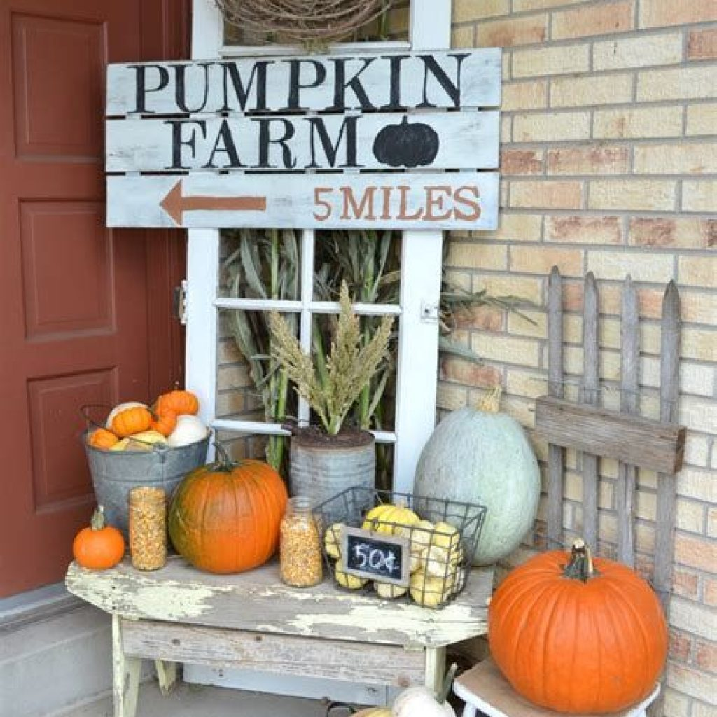 Beautiful Fall Farmhouse Decor Idea For Front Porch 26