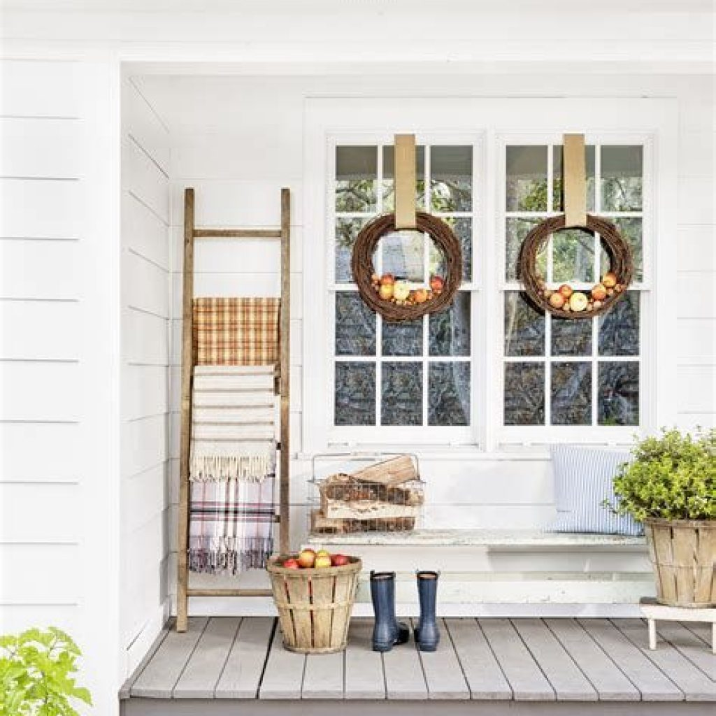 Beautiful Fall Farmhouse Decor Idea For Front Porch 27
