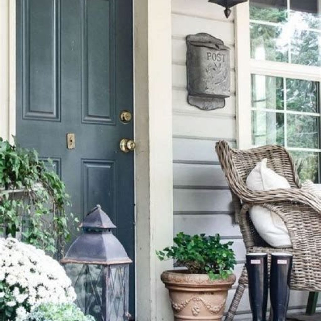 Beautiful Fall Farmhouse Decor Idea For Front Porch 28