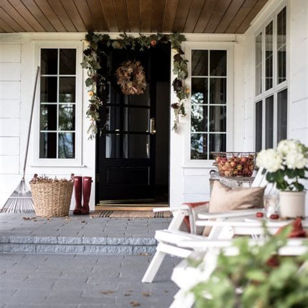 Beautiful Fall Farmhouse Decor Idea For Front Porch 33