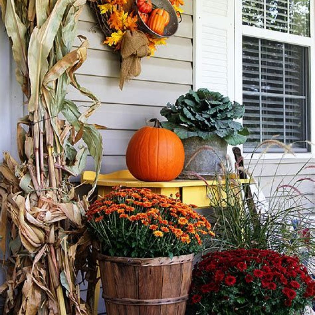 Beautiful Fall Farmhouse Decor Idea For Front Porch 34