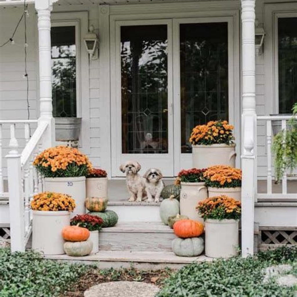 Beautiful Fall Farmhouse Decor Idea For Front Porch 35