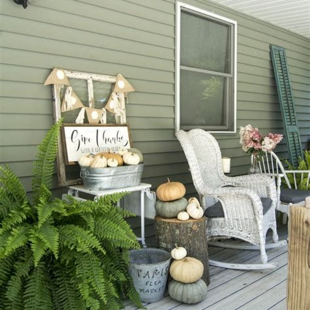Beautiful Fall Farmhouse Decor Idea For Front Porch 37