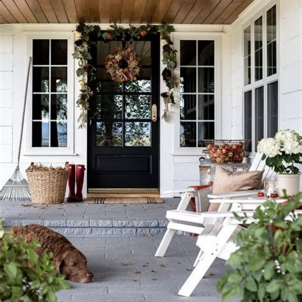 Beautiful Fall Farmhouse Decor Idea For Front Porch 39