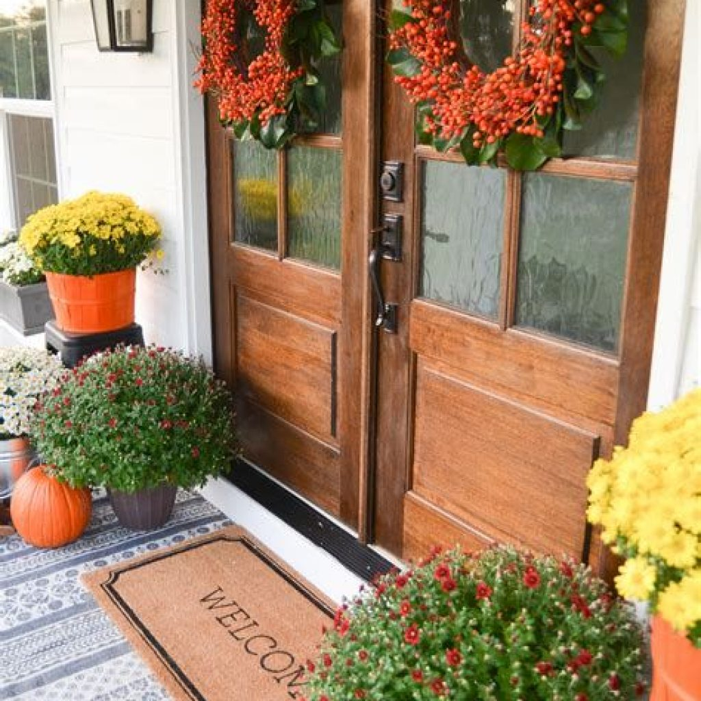 Beautiful Fall Farmhouse Decor Idea For Front Porch 40
