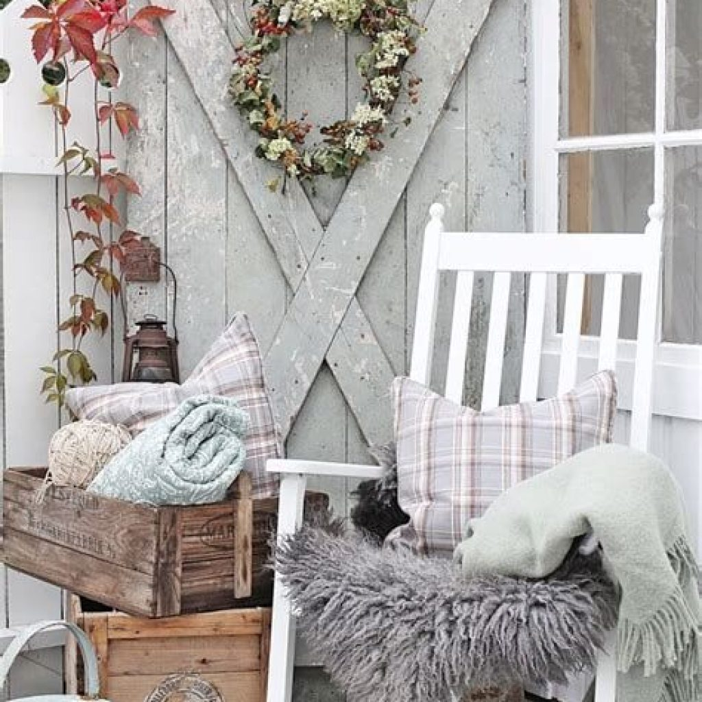 Beautiful Fall Farmhouse Decor Idea For Front Porch 42