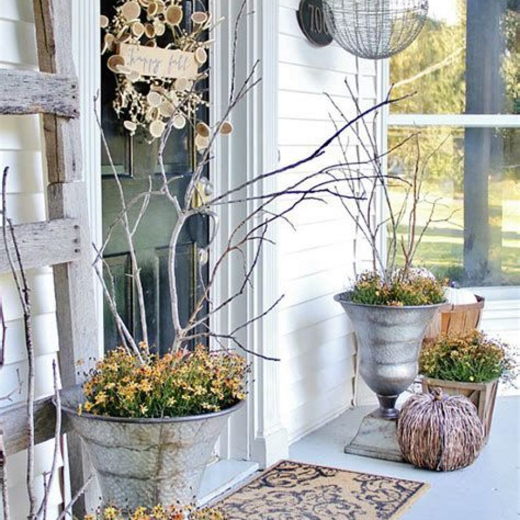 Beautiful Fall Farmhouse Decor Idea For Front Porch 44