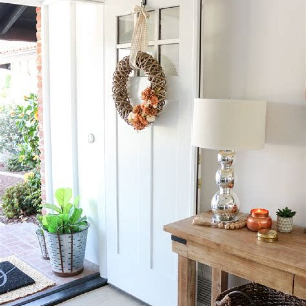 Cheap And Easy Fall Entryways Decoration For Your House 09