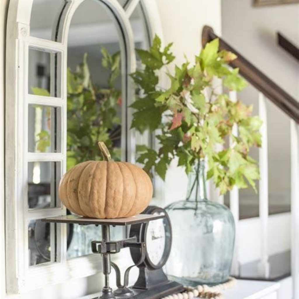 Cheap And Easy Fall Entryways Decoration For Your House 12