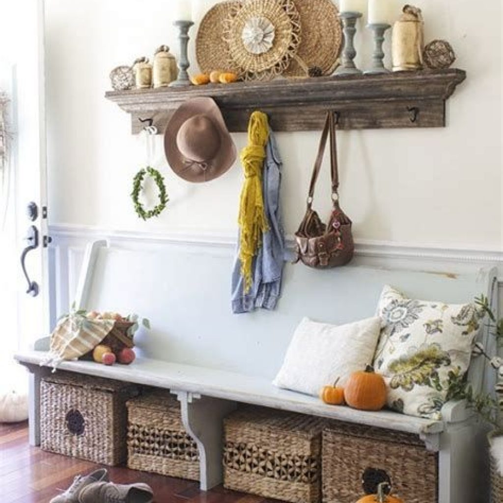 Cheap And Easy Fall Entryways Decoration For Your House 17