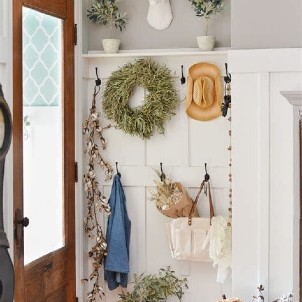 Cheap And Easy Fall Entryways Decoration For Your House 24