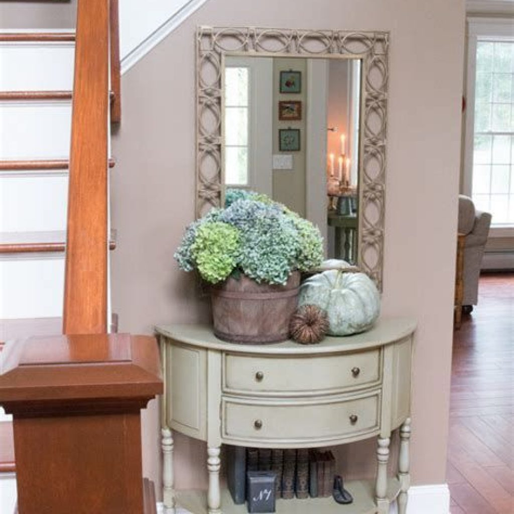 Cheap And Easy Fall Entryways Decoration For Your House 25