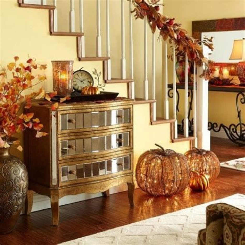 Cheap And Easy Fall Entryways Decoration For Your House 26