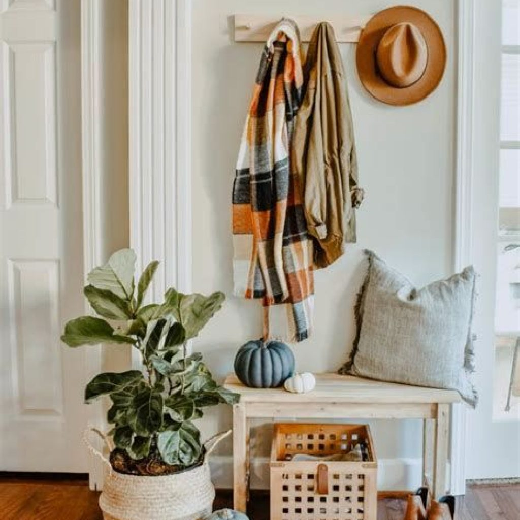 Cheap And Easy Fall Entryways Decoration For Your House 27