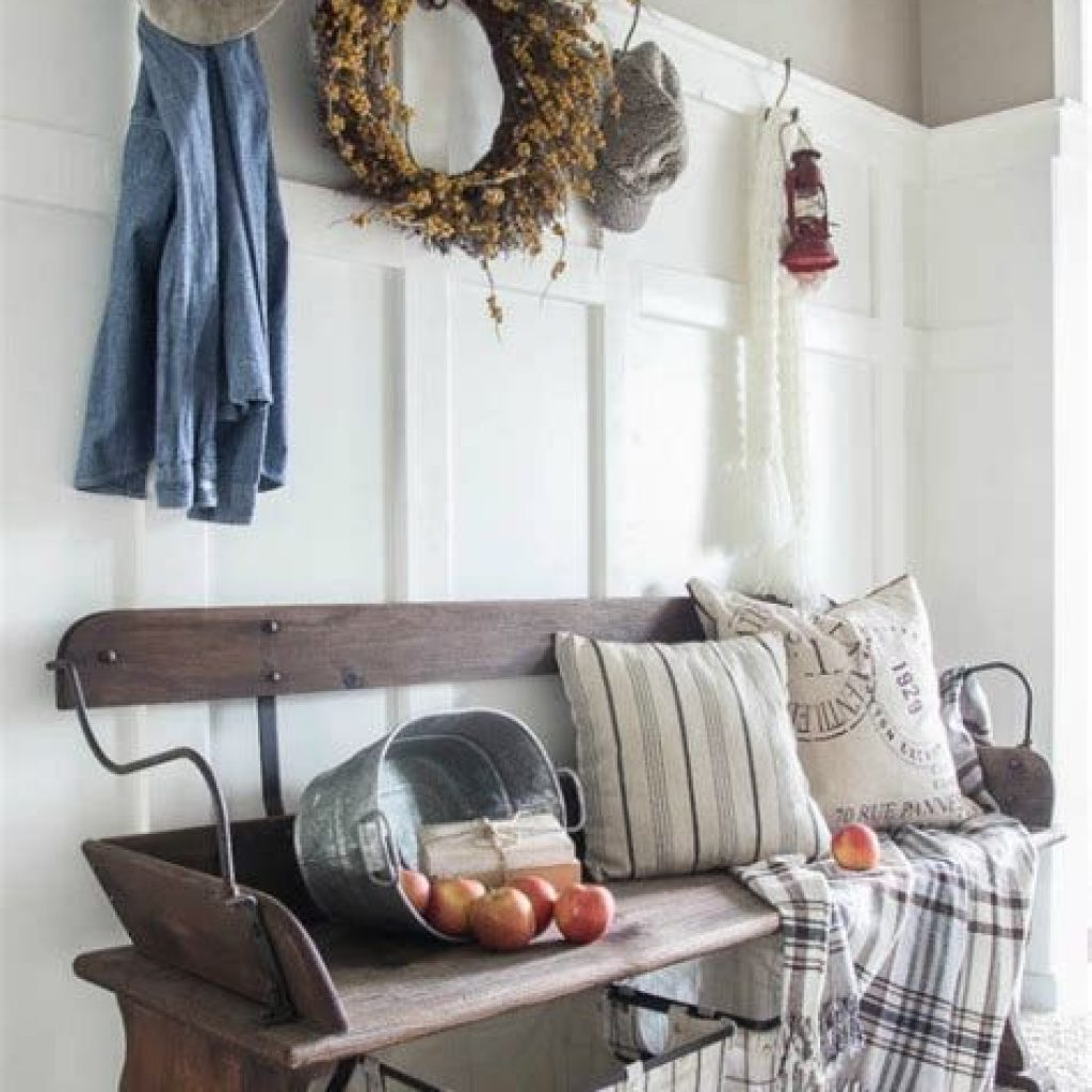 Cheap And Easy Fall Entryways Decoration For Your House 30