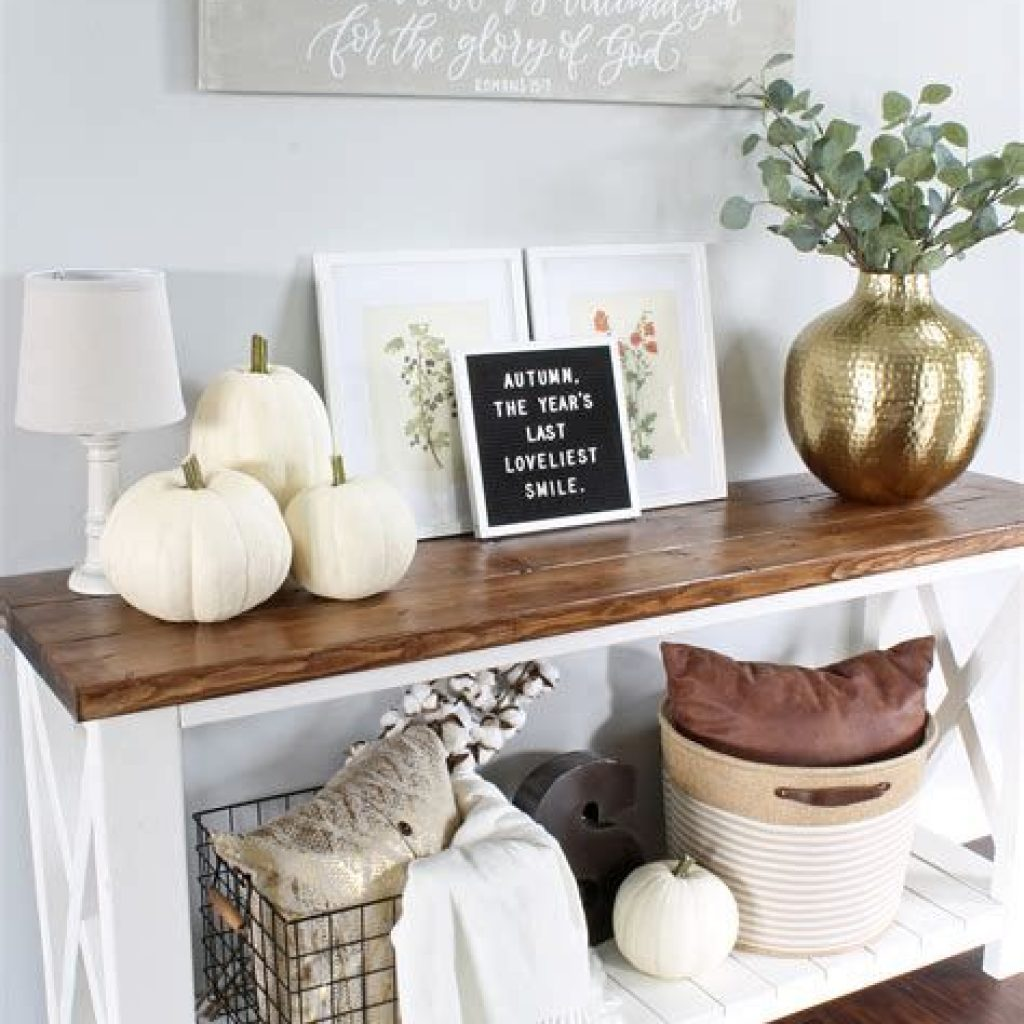 Cheap And Easy Fall Entryways Decoration For Your House 31