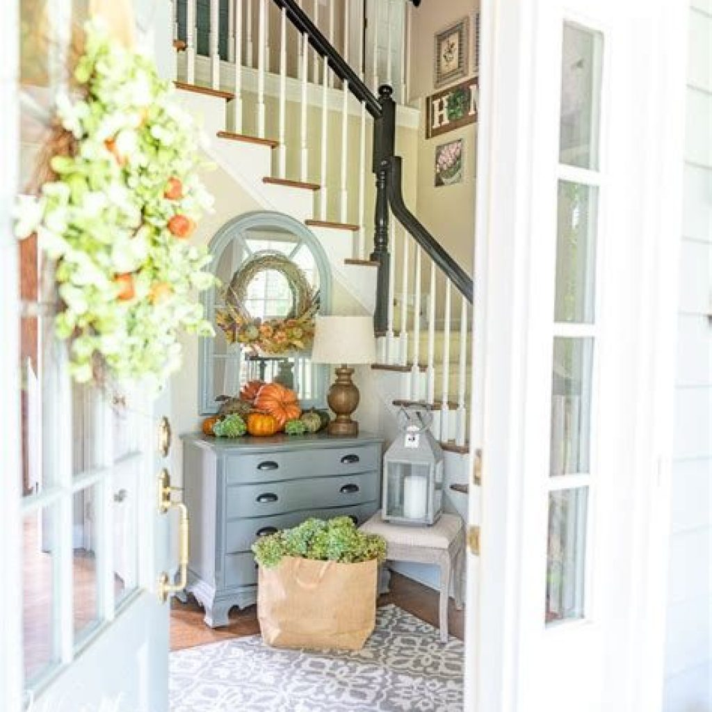 Cheap And Easy Fall Entryways Decoration For Your House 33
