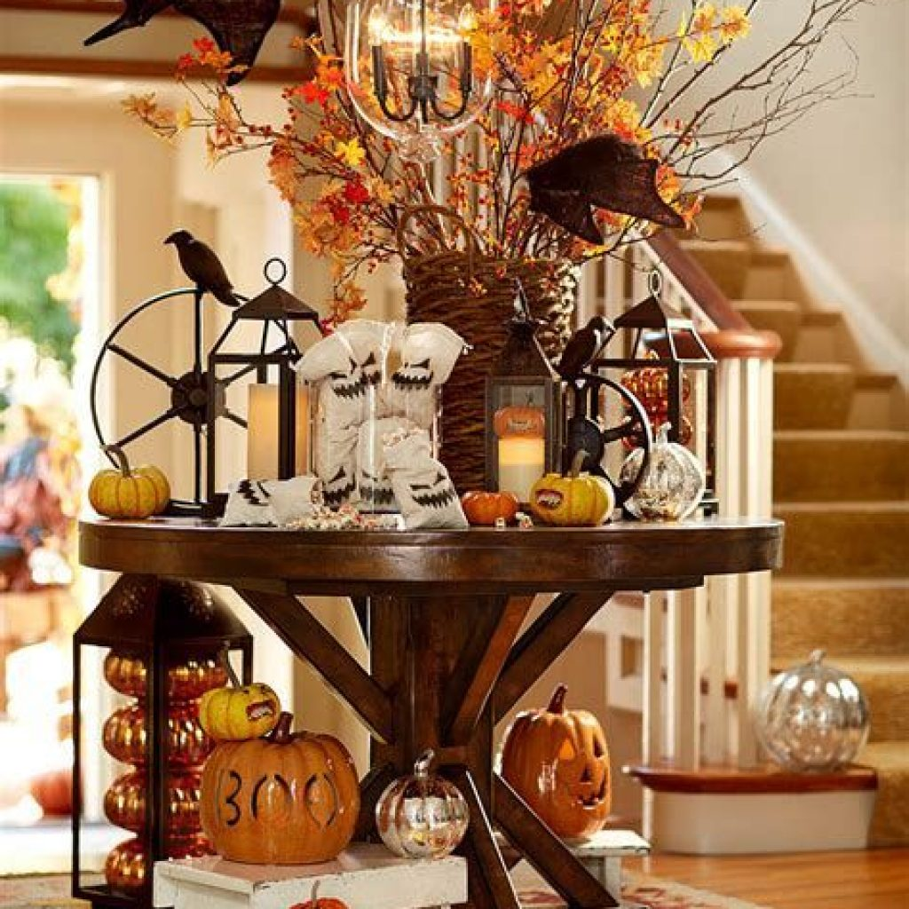 Cheap And Easy Fall Entryways Decoration For Your House 34