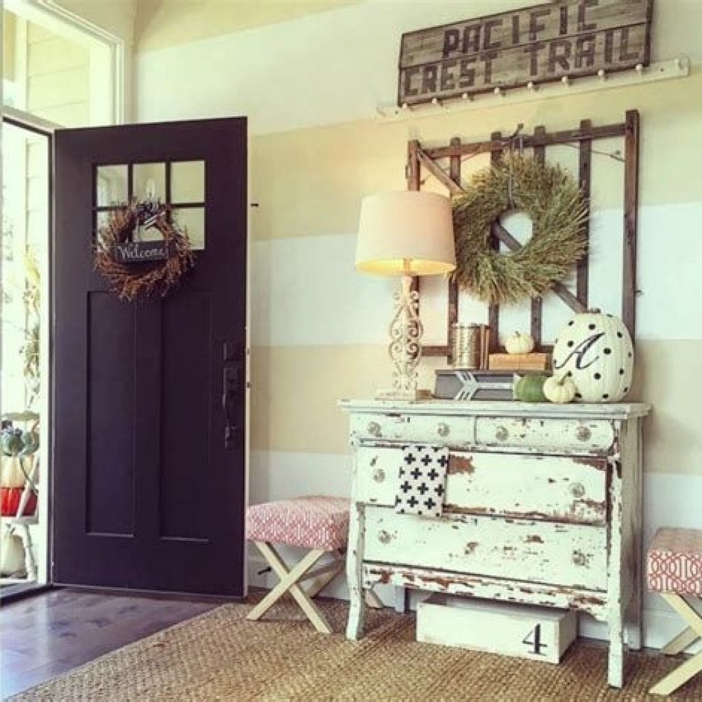 Cheap And Easy Fall Entryways Decoration For Your House 35