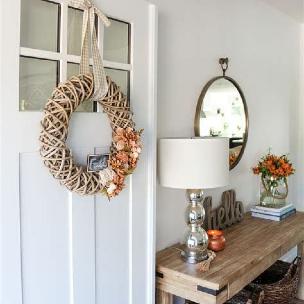 Cheap And Easy Fall Entryways Decoration For Your House 39