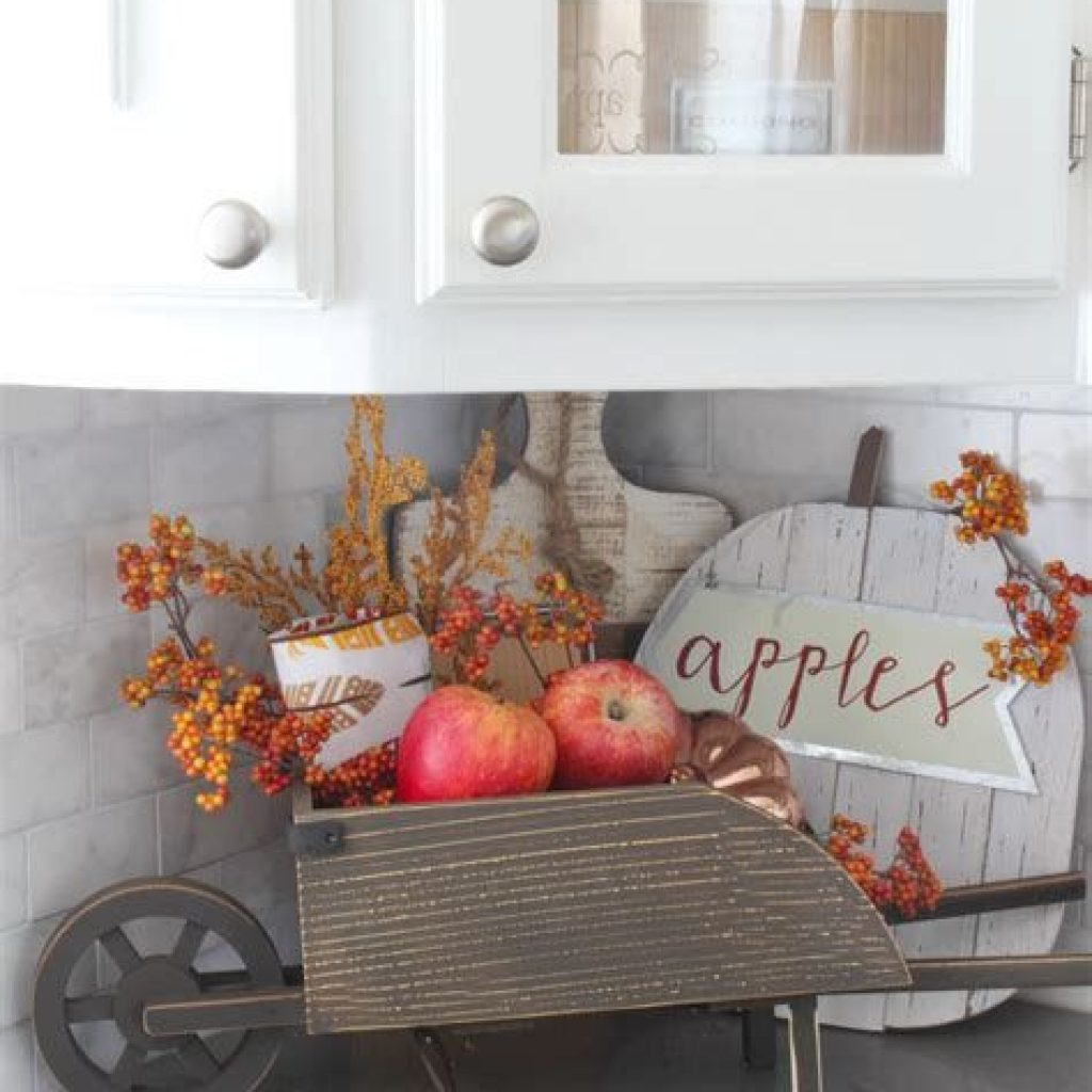 Creative Fall Decorating For Your Home Interior 38