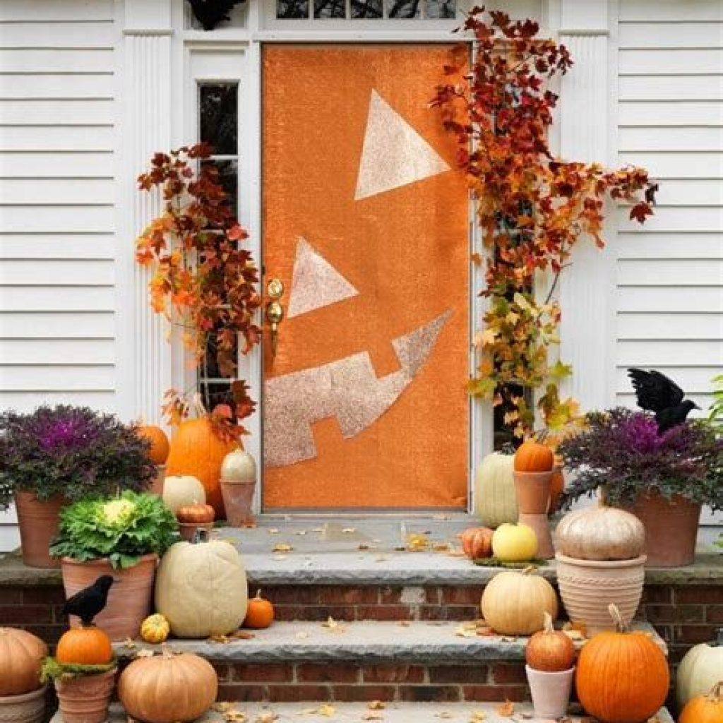 Creative Fall Front Door Decor Ideas To Be Inspired 01