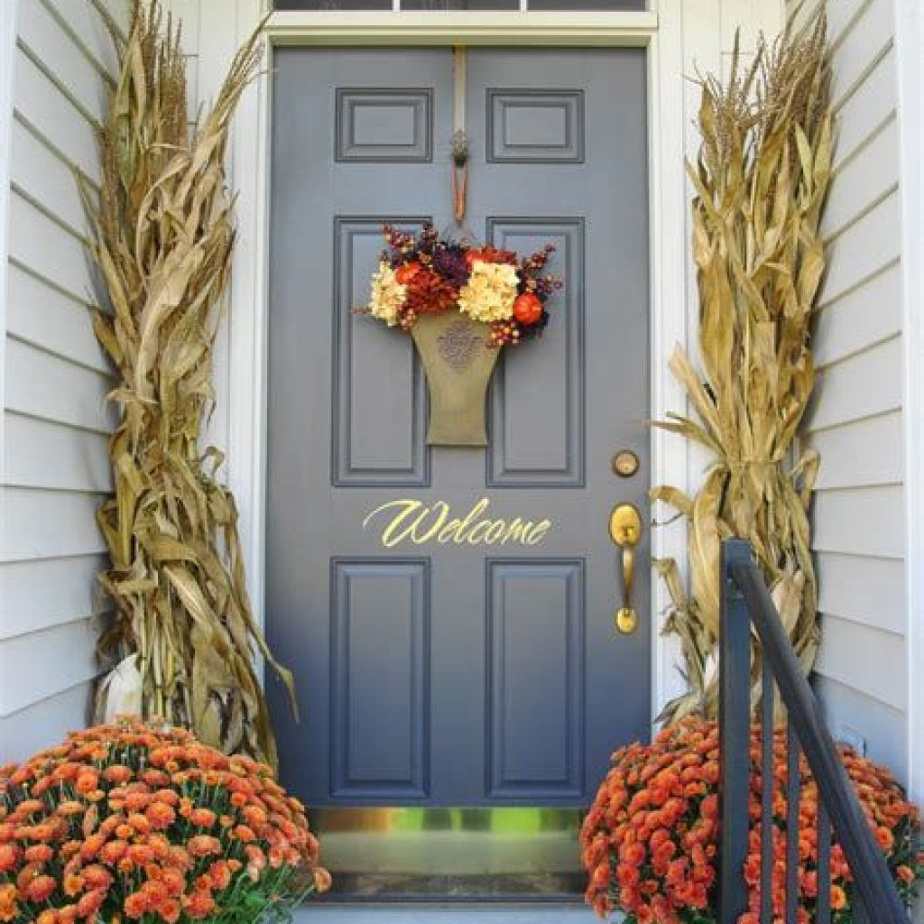 Creative Fall Front Door Decor Ideas To Be Inspired 04