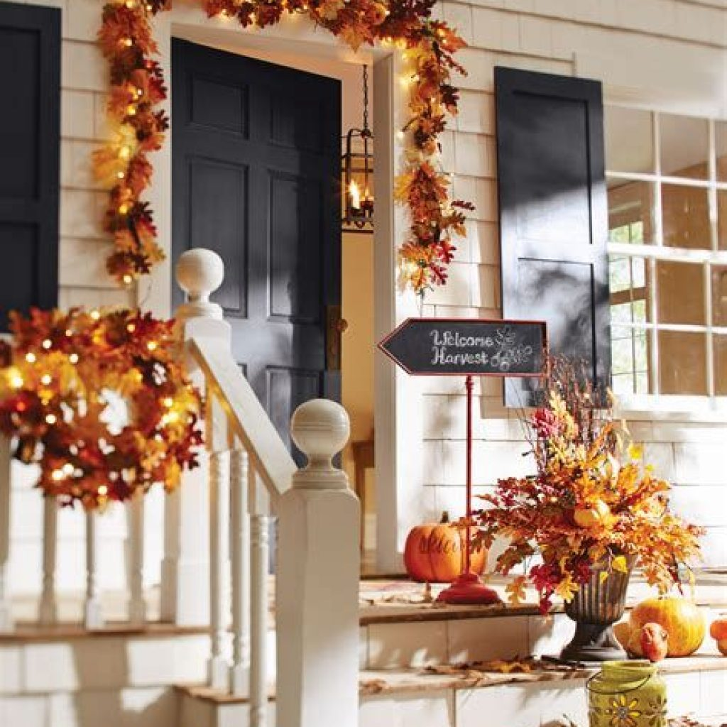Creative Fall Front Door Decor Ideas To Be Inspired 06