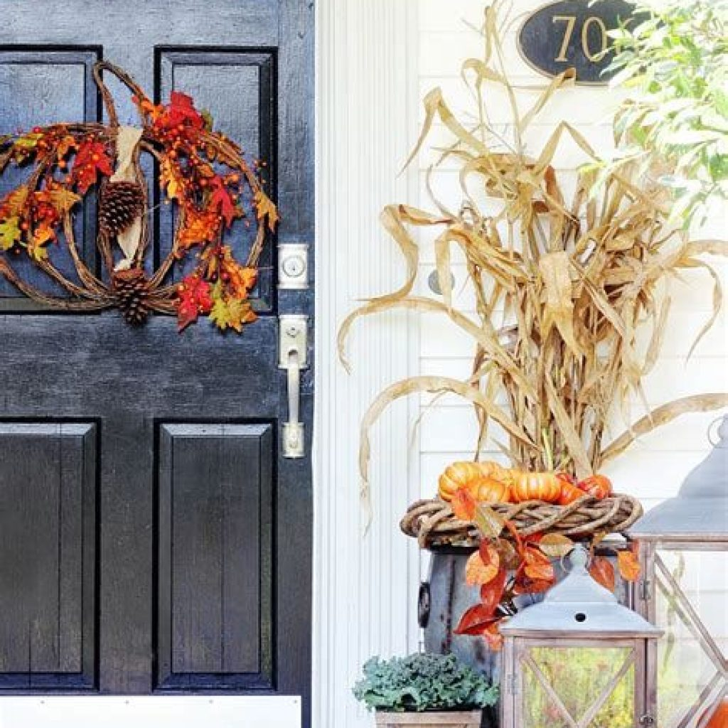 Creative Fall Front Door Decor Ideas To Be Inspired 07