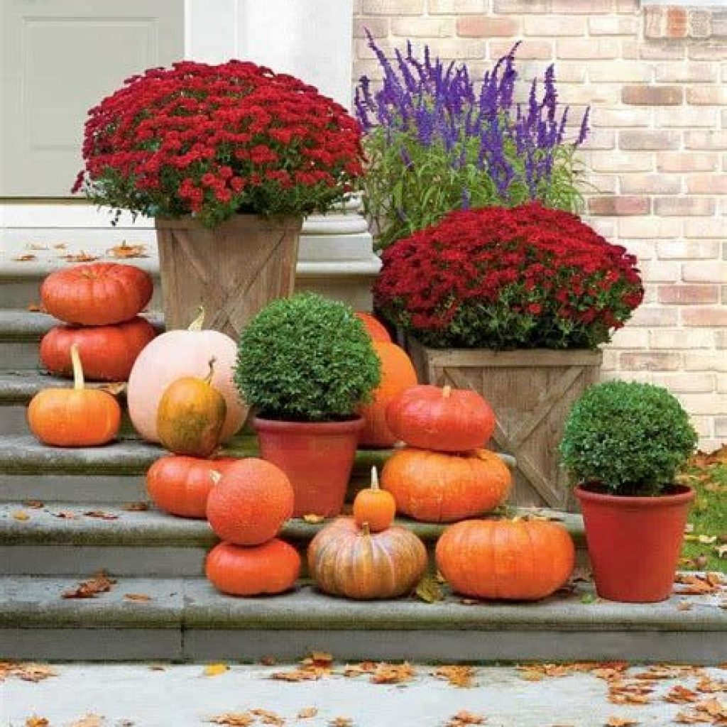 Creative Fall Front Door Decor Ideas To Be Inspired 08