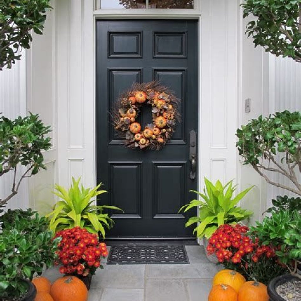 Creative Fall Front Door Decor Ideas To Be Inspired 09