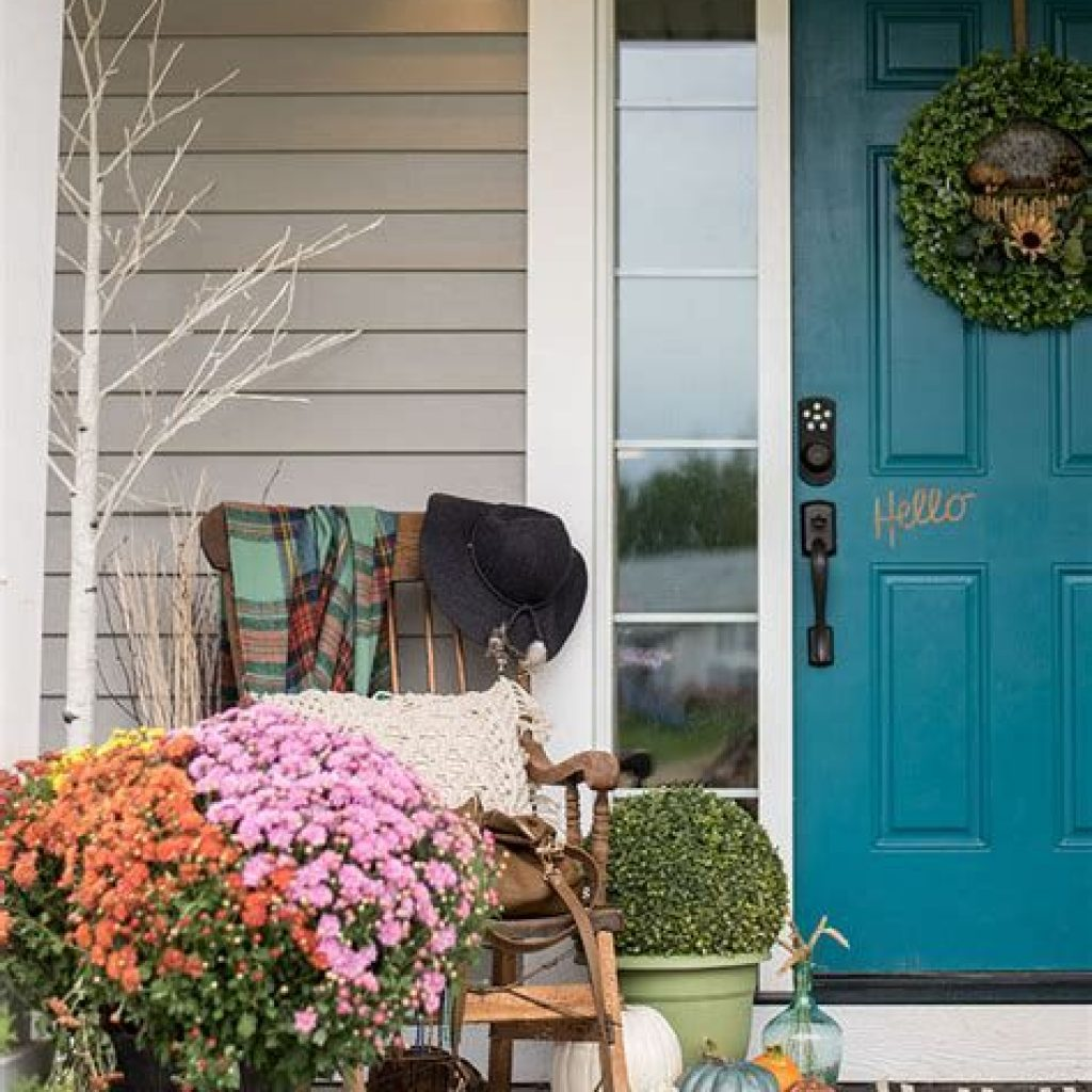 Creative Fall Front Door Decor Ideas To Be Inspired 12