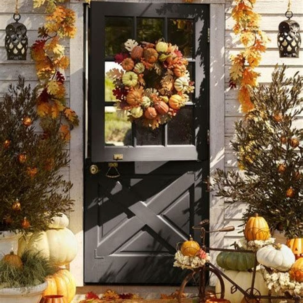 Creative Fall Front Door Decor Ideas To Be Inspired 14