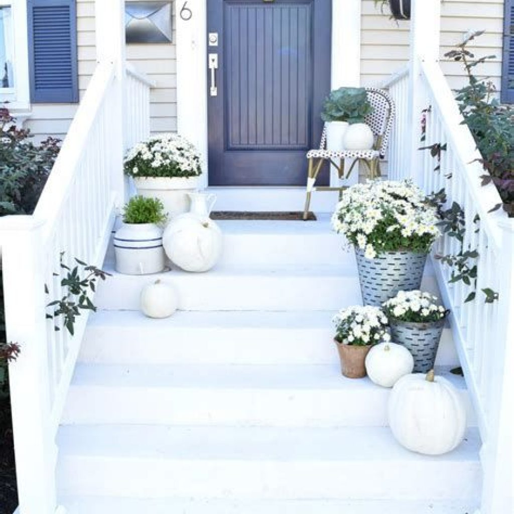 Creative Fall Front Door Decor Ideas To Be Inspired 18