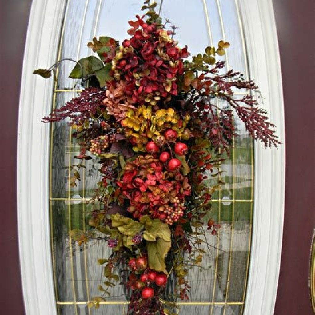 Creative Fall Front Door Decor Ideas To Be Inspired 19