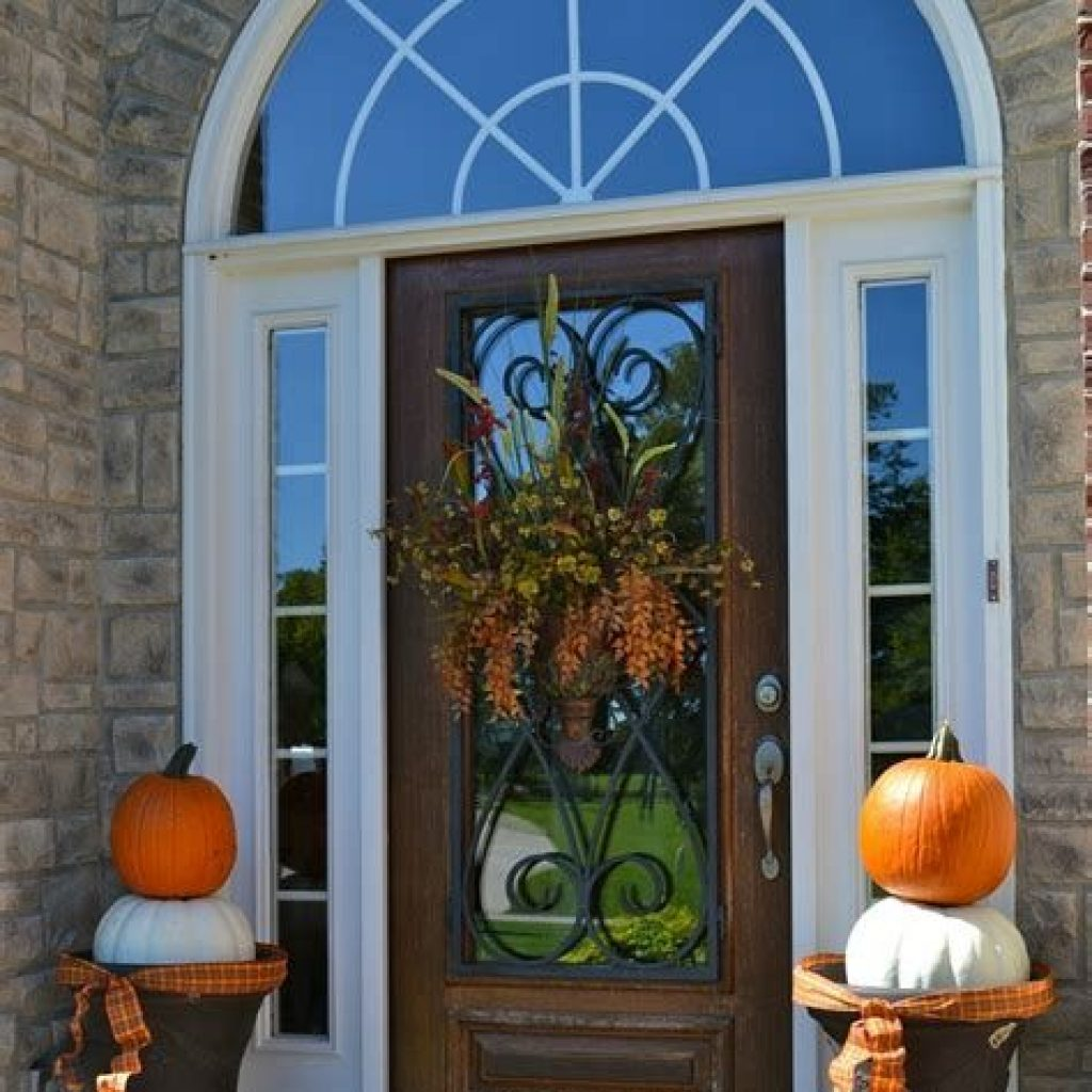 Creative Fall Front Door Decor Ideas To Be Inspired 21