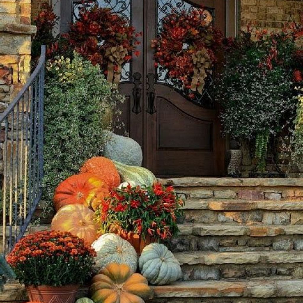 Creative Fall Front Door Decor Ideas To Be Inspired 23