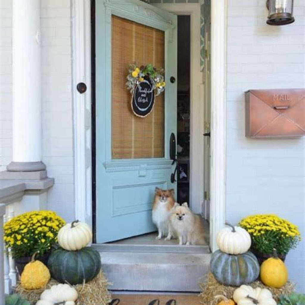 Creative Fall Front Door Decor Ideas To Be Inspired 26