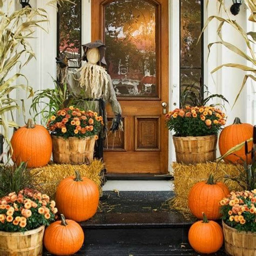 Creative Fall Front Door Decor Ideas To Be Inspired 28