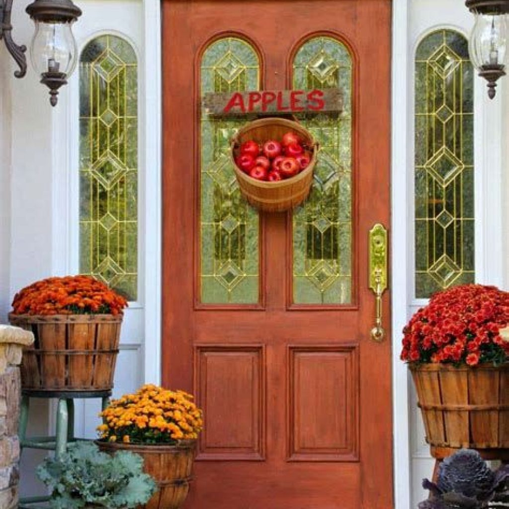 Creative Fall Front Door Decor Ideas To Be Inspired 29
