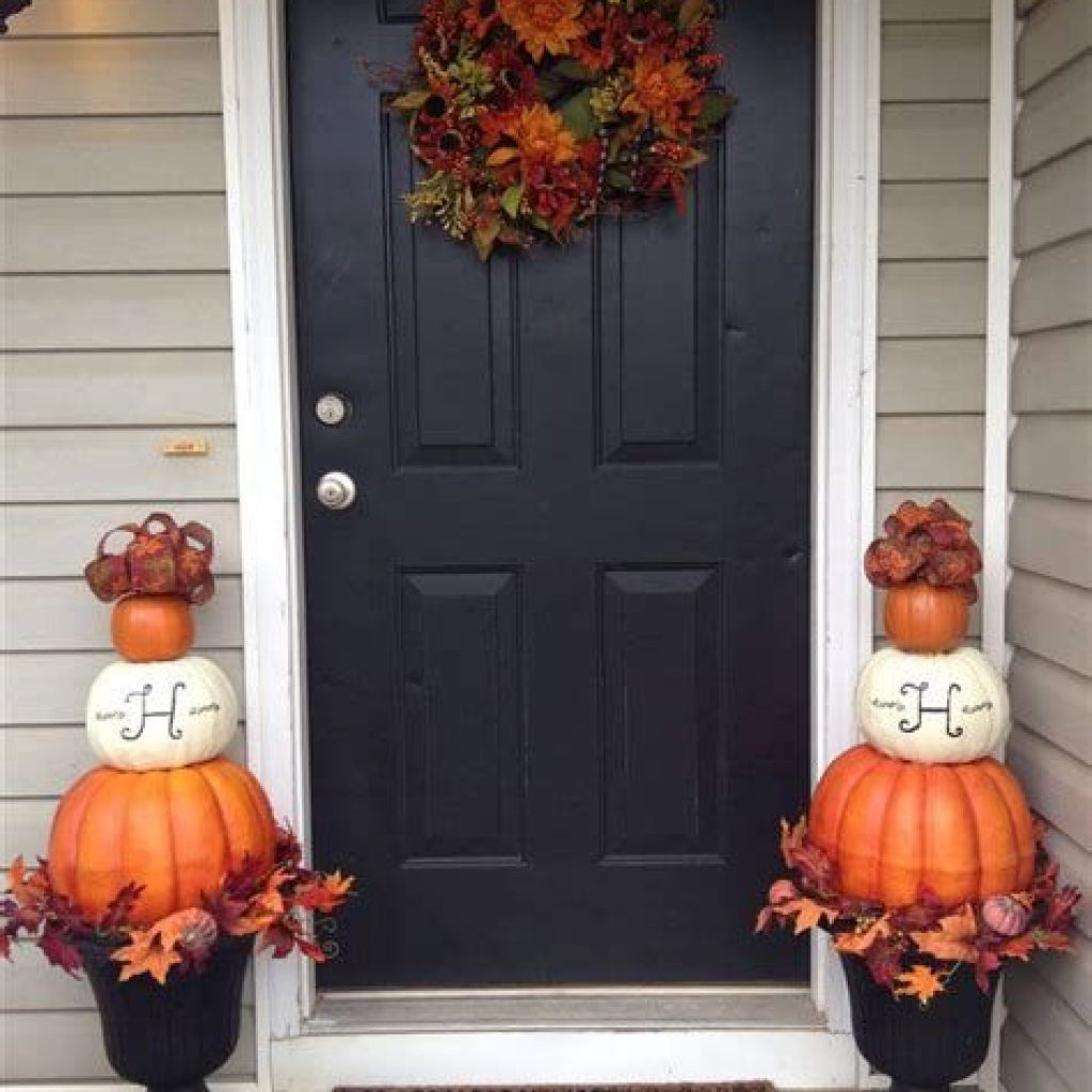 Creative Fall Front Door Decor Ideas To Be Inspired 33