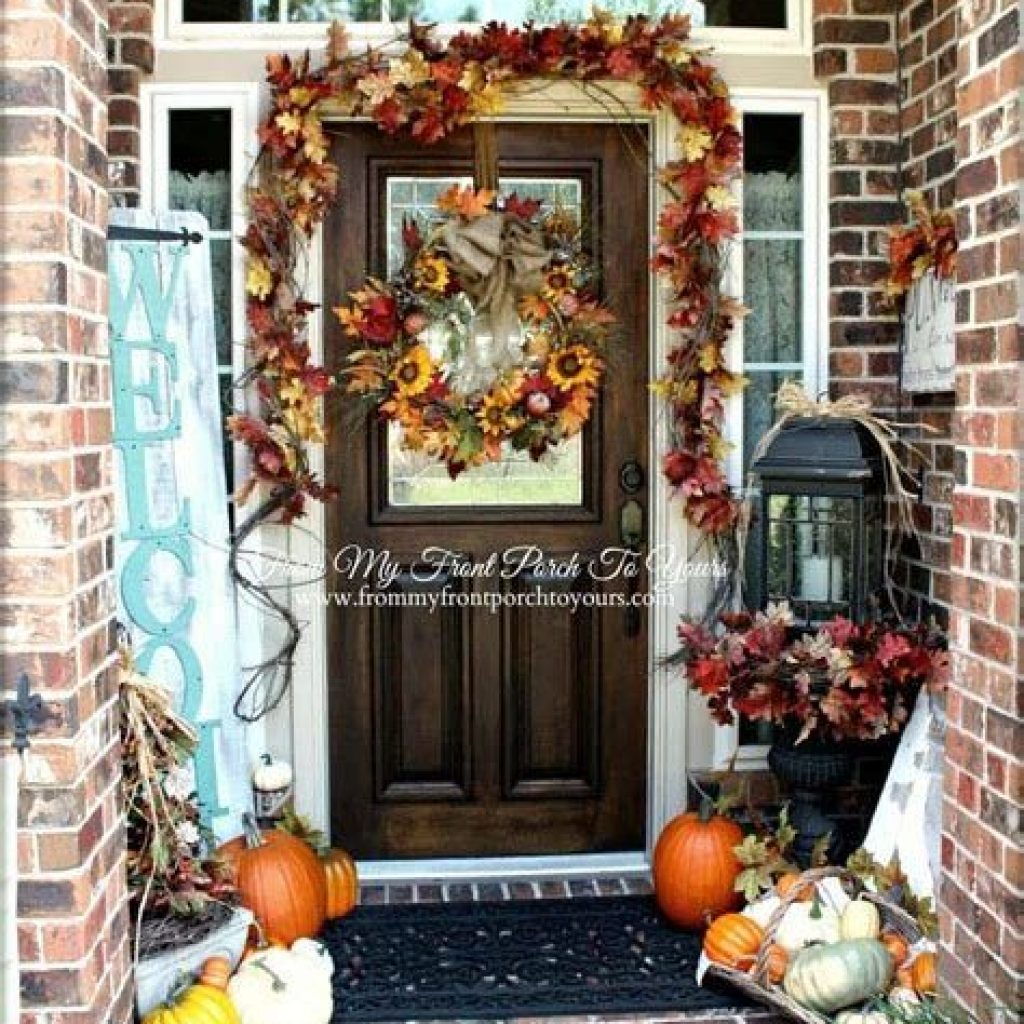 Creative Fall Front Door Decor Ideas To Be Inspired 35
