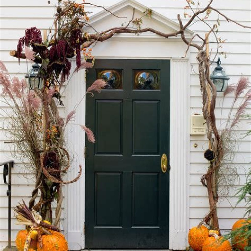 Creative Fall Front Door Decor Ideas To Be Inspired 38