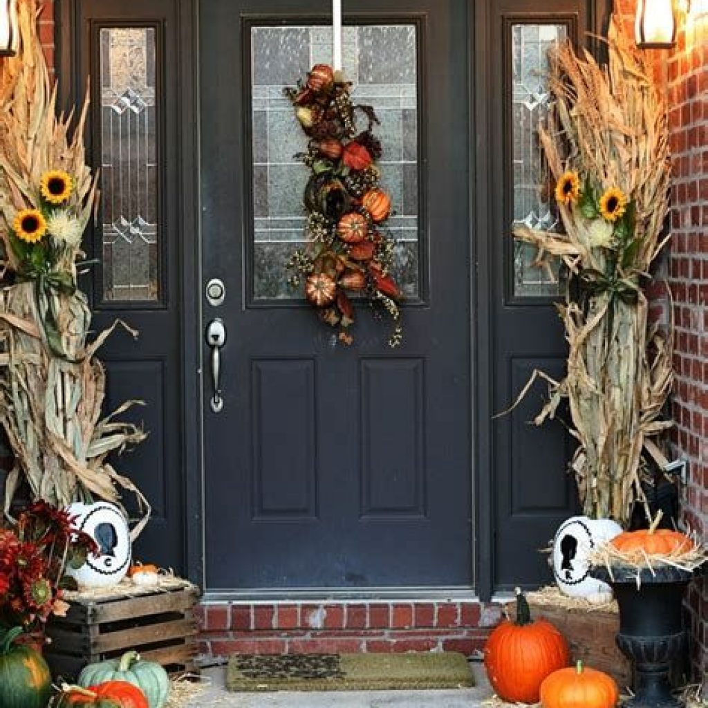 Creative Fall Front Door Decor Ideas To Be Inspired 41