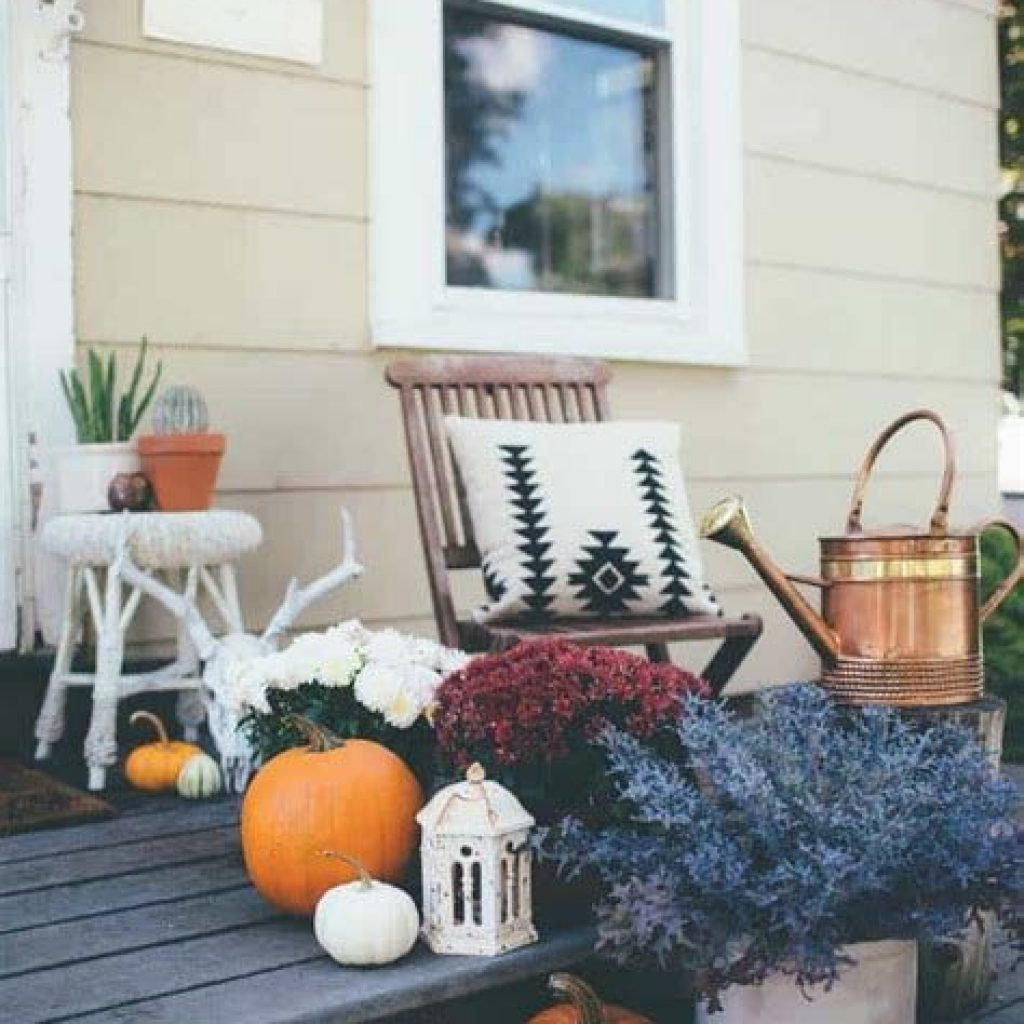Easy And Creative Fall Decoration For Your Backyard 05