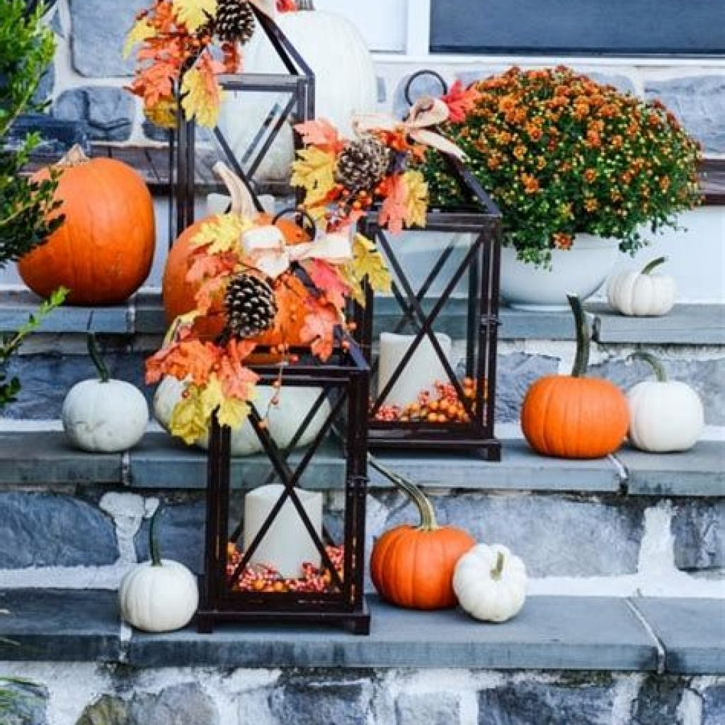 Easy And Creative Fall Decoration For Your Backyard 09