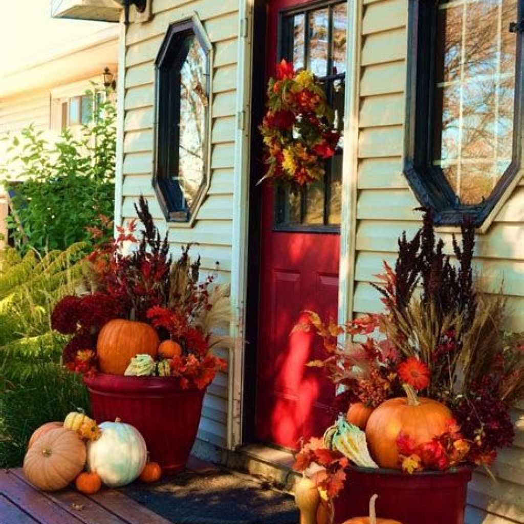Easy And Creative Fall Decoration For Your Backyard 11