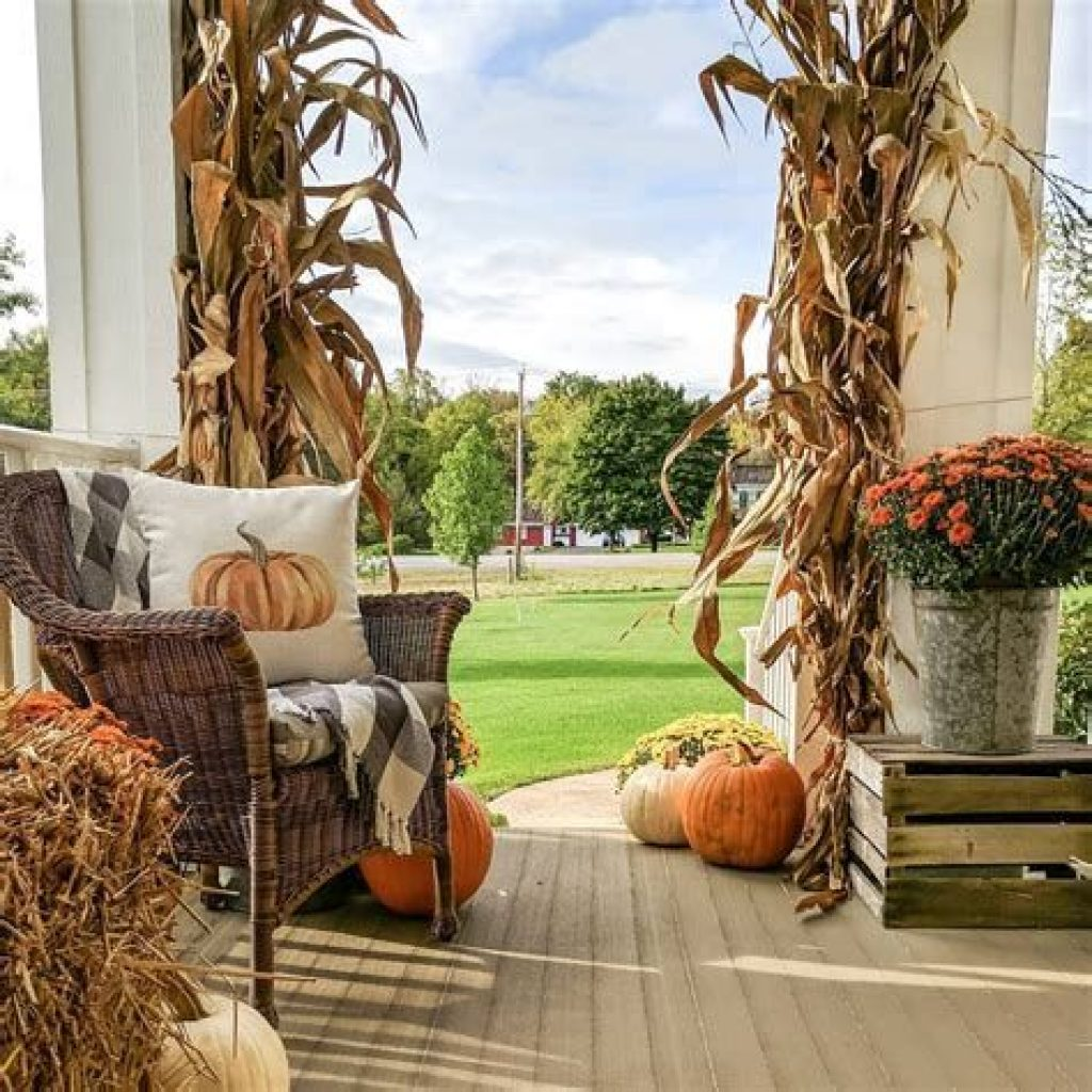 Easy And Creative Fall Decoration For Your Backyard 13