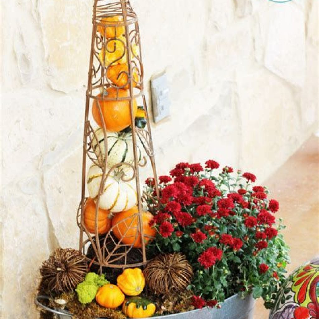 Easy And Creative Fall Decoration For Your Backyard 14