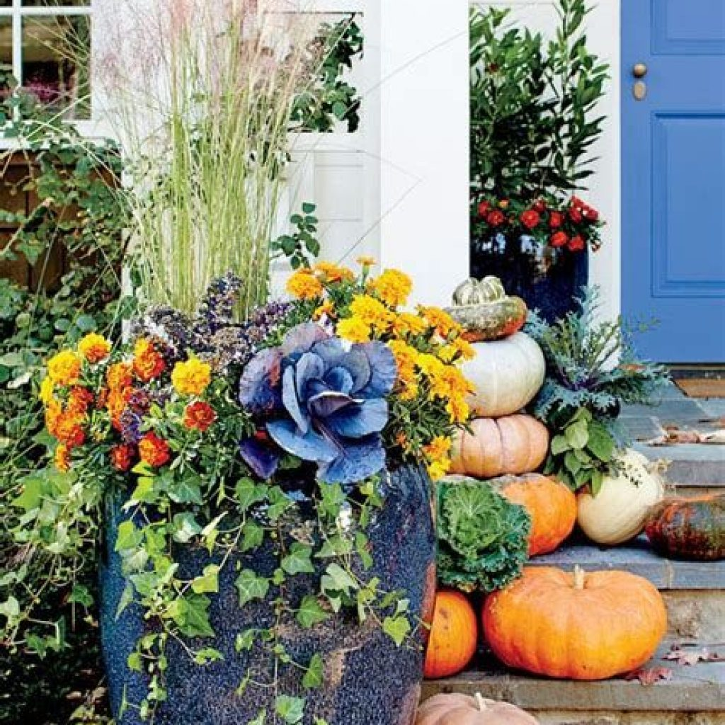 Easy And Creative Fall Decoration For Your Backyard 15